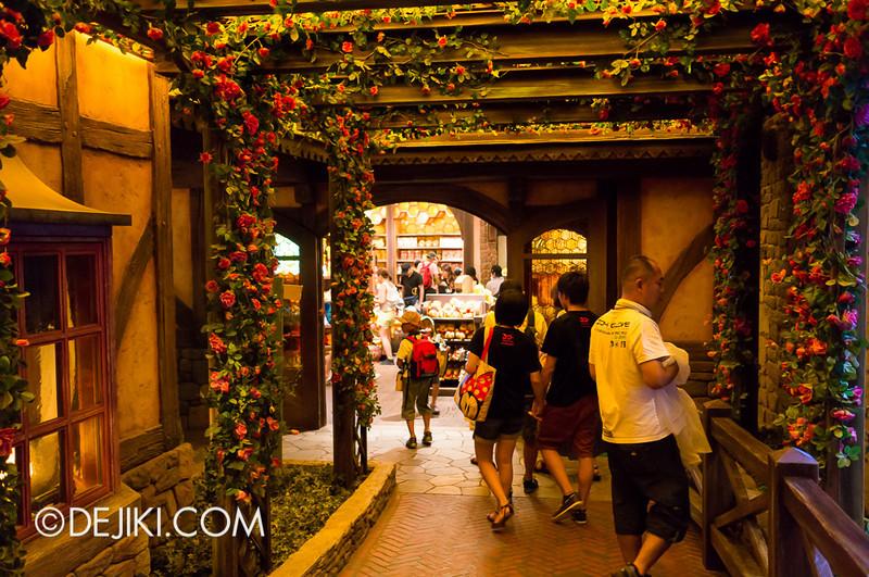 Tokyo Disneyland - Pooh's Hunny Hunt, Exit gardens
