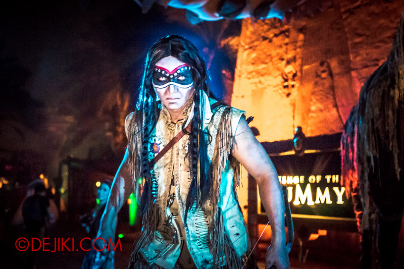 Halloween Horror Nights 4 - Canyon of the Cursed scare zone - Spirit Warrior drama