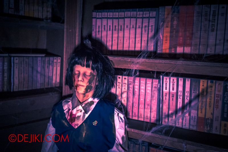 Halloween Horror Nights 4 - Jing's Revenge haunted house - The library