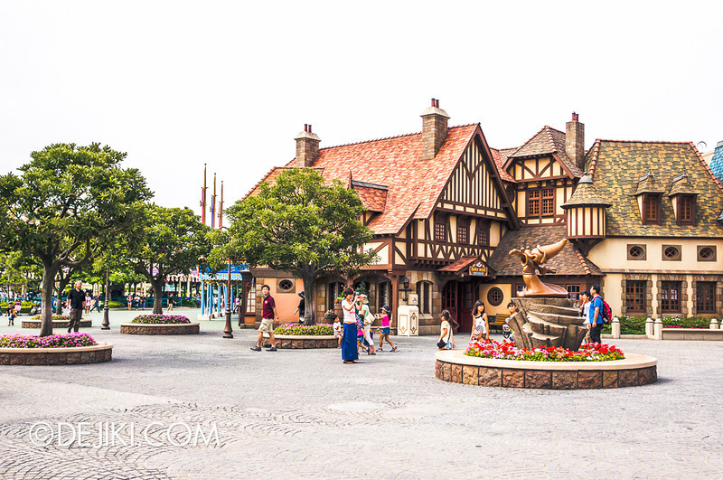 Fantasyland Castle Courts
