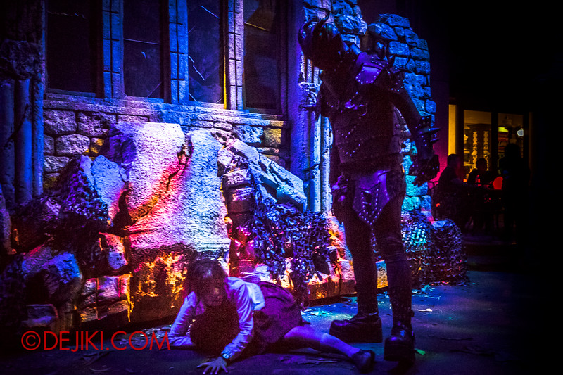 Halloween Horror Nights 4 - DEMONCRACY scare zone - Haunted by demons