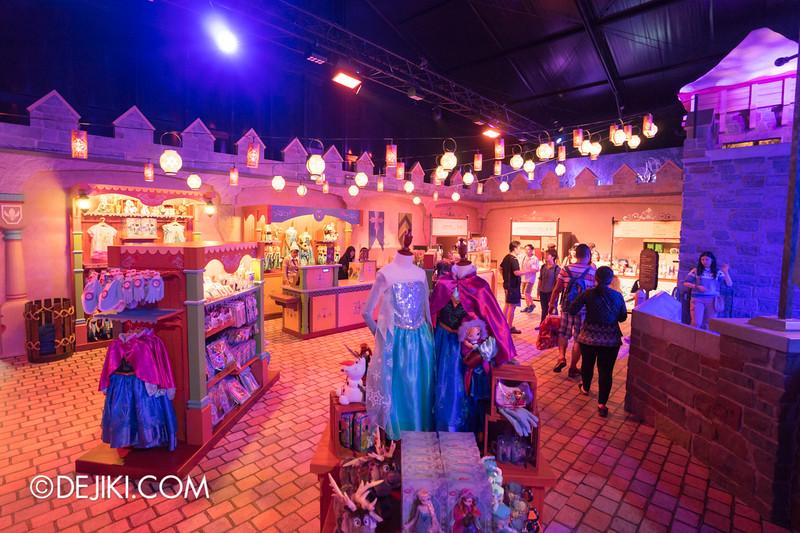 Hong Kong Disneyland - Frozen Village / Frozen Village Square - Oaken's Trading Post, Merchandise
