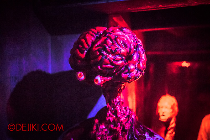 Halloween Horror Nights 4 - The L.A.B Laboratory of Alien Breeding - Gutting for parts...