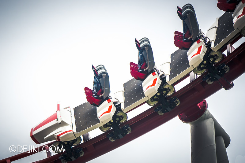 Universal Studios Singapore - Park Update December 2014 - Battlestar Galactica BSG HUMAN red roller coaster test cycles 2 / new ride vehicle