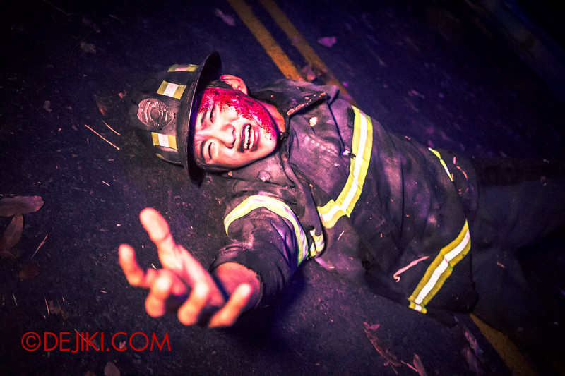Halloween Horror Nights 4 - DEMONCRACY scare zone - Fireman screaming for help