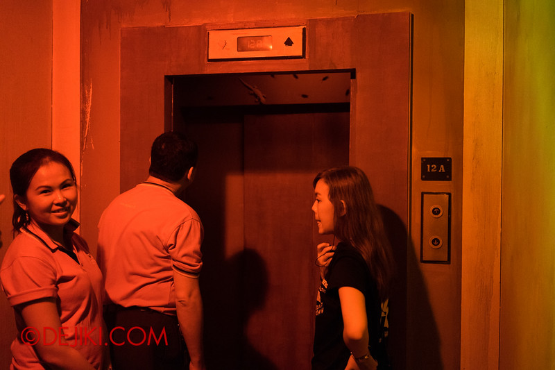 Sentosa Spooktacular 2014 - COUNTDOWN Haunted House / waiting for the lift