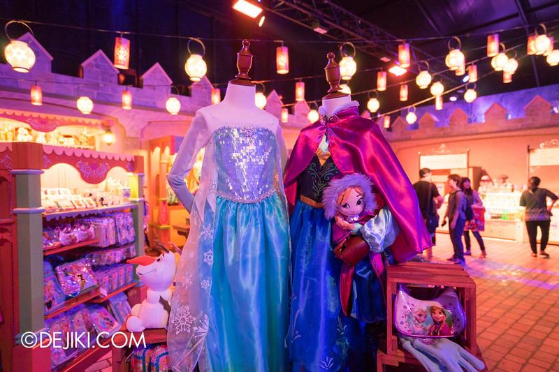 Hong Kong Disneyland - Frozen Village / Frozen Village Square - Oaken's Trading Post, Merchandise 2
