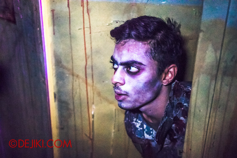 Halloween Horror Nights 4 - MATI CAMP haunted house - Haunted Soldier