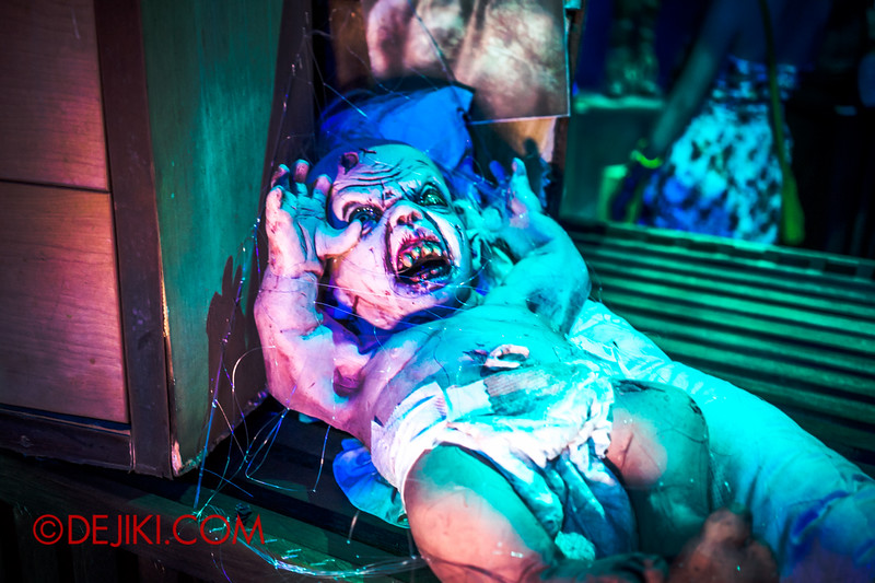 Halloween Horror Nights 4 - Bogeyman scare zone - devil baby 2