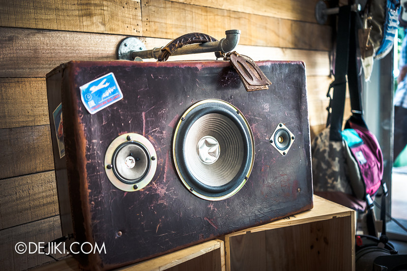 Carry On Cafe 11 - Travel case boombox
