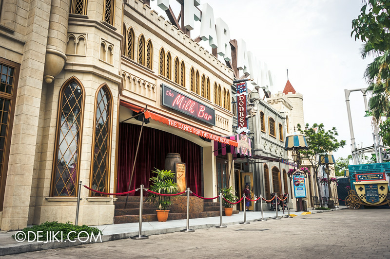 Universal Studios Singapore - Park Update September 2014 - Puss in Boot and Kitty Softpaws - The Dance for the Magic Beans 1