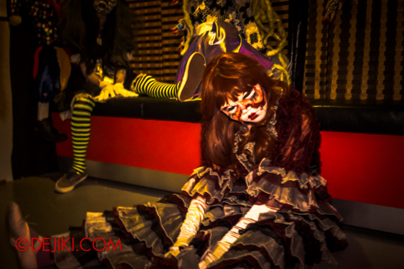Downtown East - Escape to 'Hell'oween - The Terror Maze Haunted House 4 / Room of Dolls