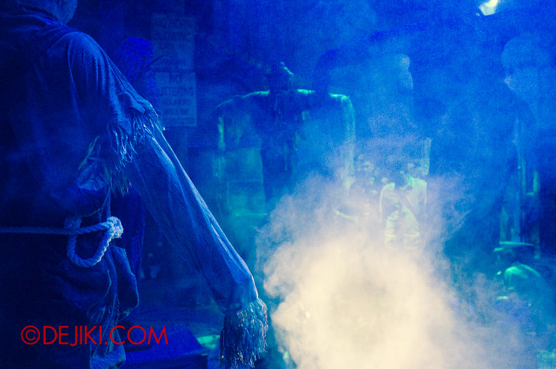 Halloween Horror Nights 4 - Bogeyman scare zone - Fog Alley