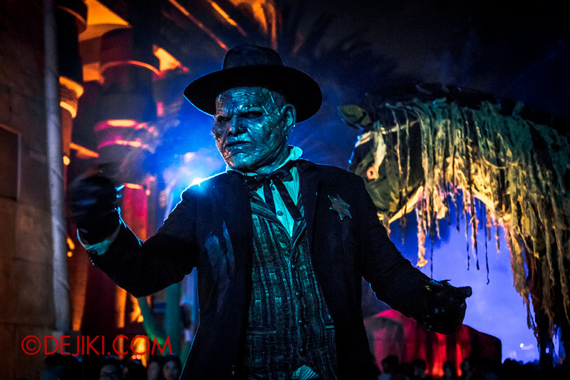 Halloween Horror Nights 4 - Canyon of the Cursed scare zone - Big Bad Joe / drama