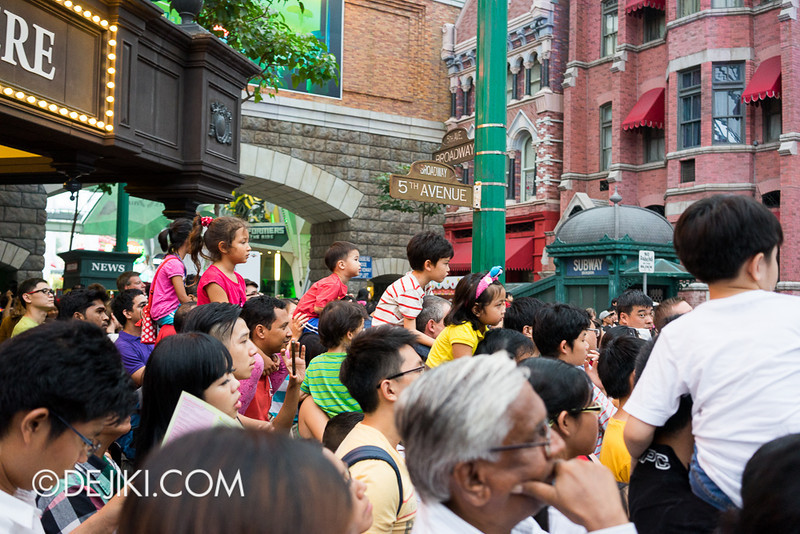 Universal Studios Singapore - Sesame Street Saves Christmas 4