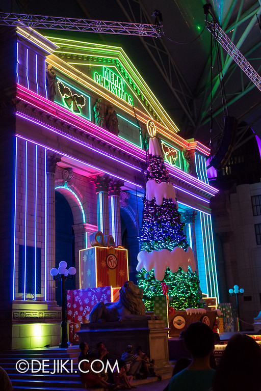 Universal Studios Singapore - Christmas Dancing Lights at New York Library
