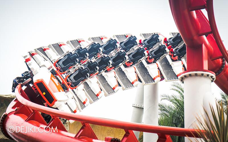 Universal Studios Singapore - Park Update December 2014 - Battlestar Galactica BSG HUMAN red roller coaster test cycles 4 / new seat arrangement