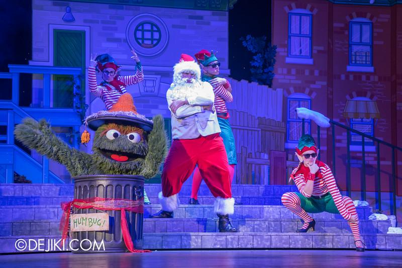 Universal Studios Singapore - Sesame Street Saves Christmas show 9 / Santa