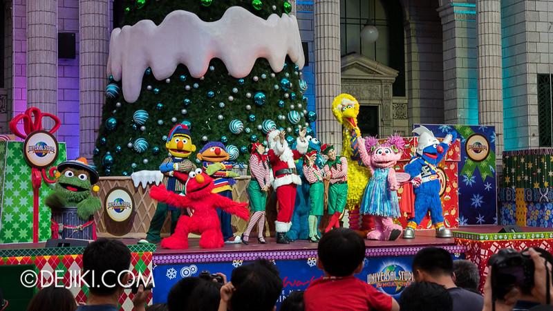 Universal Studios Singapore - Sesame Street Saves Christmas 10