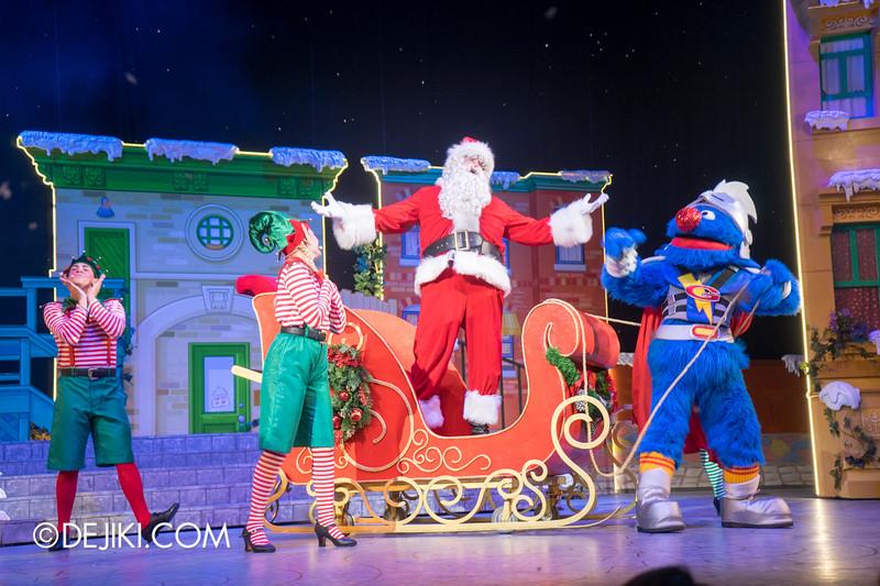 Universal Studios Singapore - Sesame Street Saves Christmas show 16