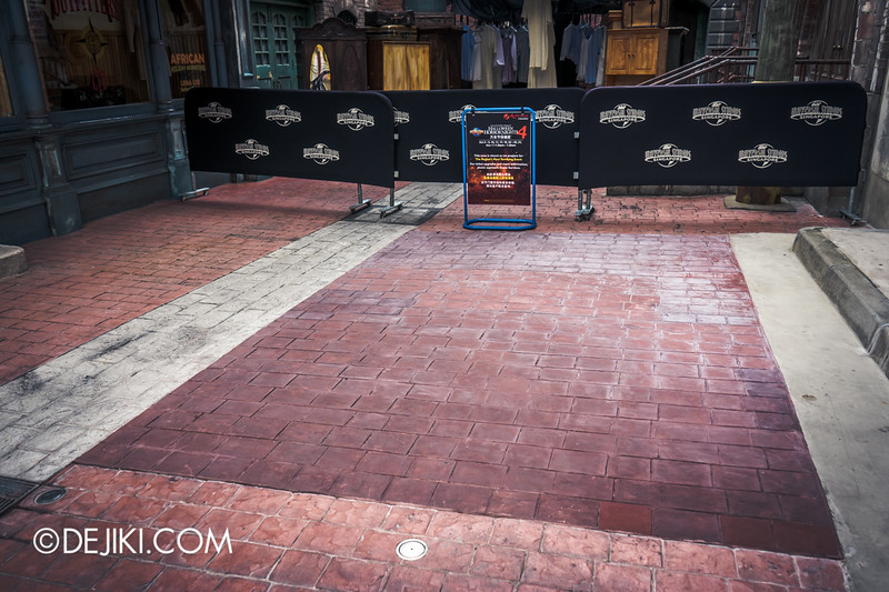 Halloween Horror Nights 4 Singapore - Before Dark 2 - Bogeyman scarezone 15 / Strangely bouncy floor