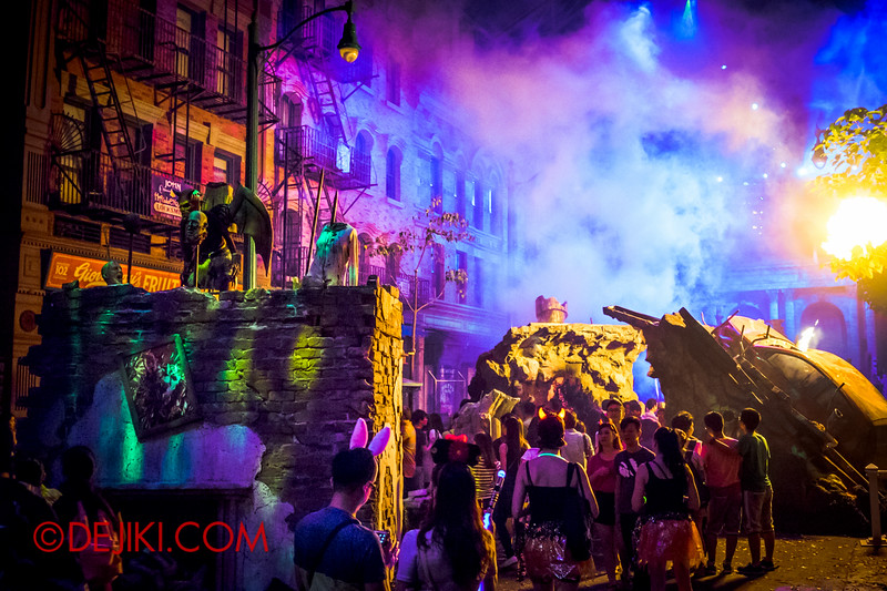 Halloween Horror Nights 4 - DEMONCRACY scare zone - The chaotic city in many colours