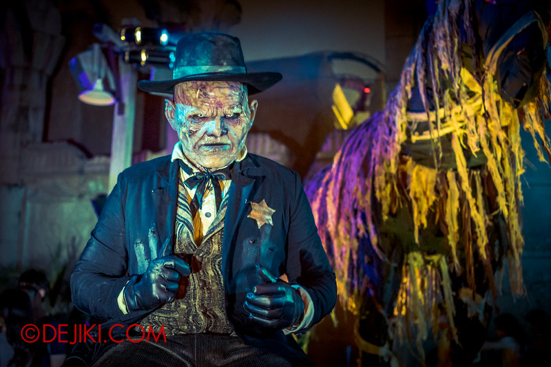 Halloween Horror Nights 4 - Canyon of the Cursed scare zone - Big Bad Joe / Lit
