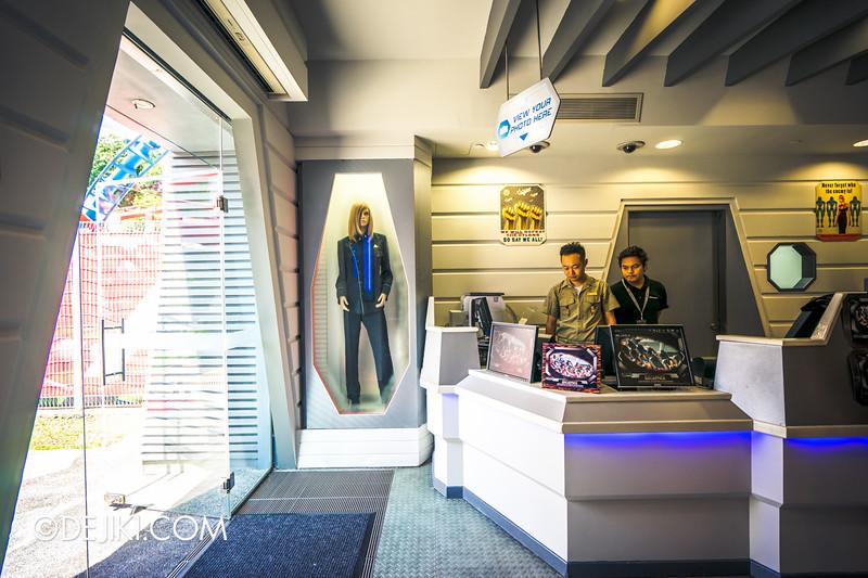 Universal Studios Singapore - Park Update June 2015 - Battlestar Galactica dueling roller coaster / Galactica PX Retail Store - HUMAN entrance