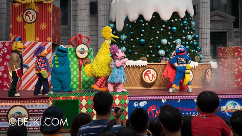Universal Studios Singapore - Sesame Street Saves Christmas 8