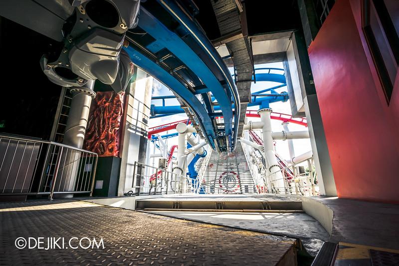 Universal Studios Singapore - Battlestar Galactica: HUMAN vs CYLON dueling roller coaster ride - CYLON Heavy Raider new roller coaster trains facing the launch track