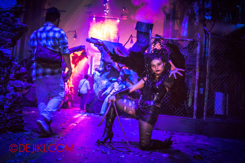 Halloween Horror Nights 4 - Sneak Preview - DEMONCRACY / Succubus