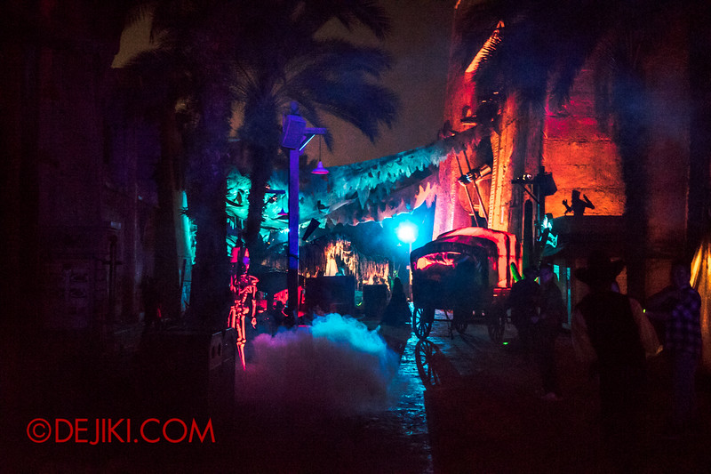 Halloween Horror Nights 4 - Sneak Preview - Canyon of the Cursed scare zone