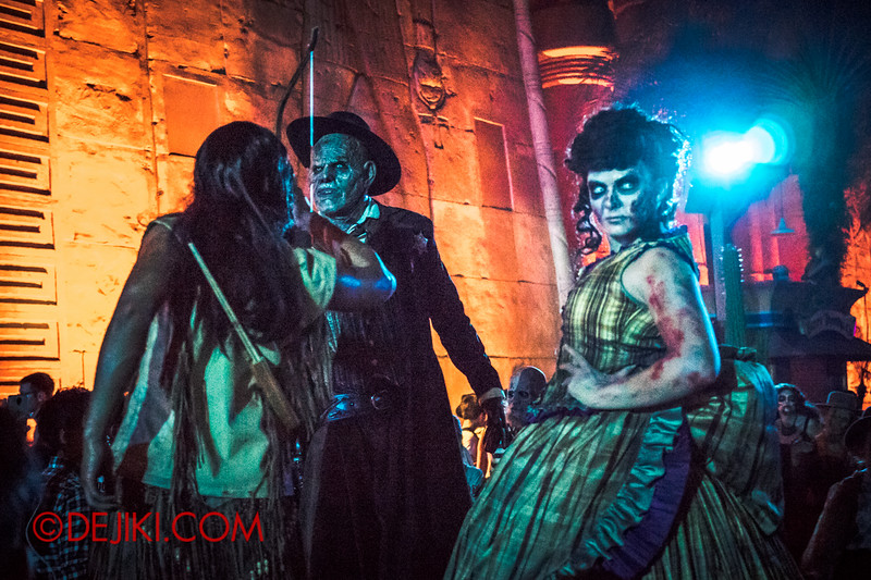 Halloween Horror Nights 4 - Canyon of the Cursed scare zone - A war breaks out
