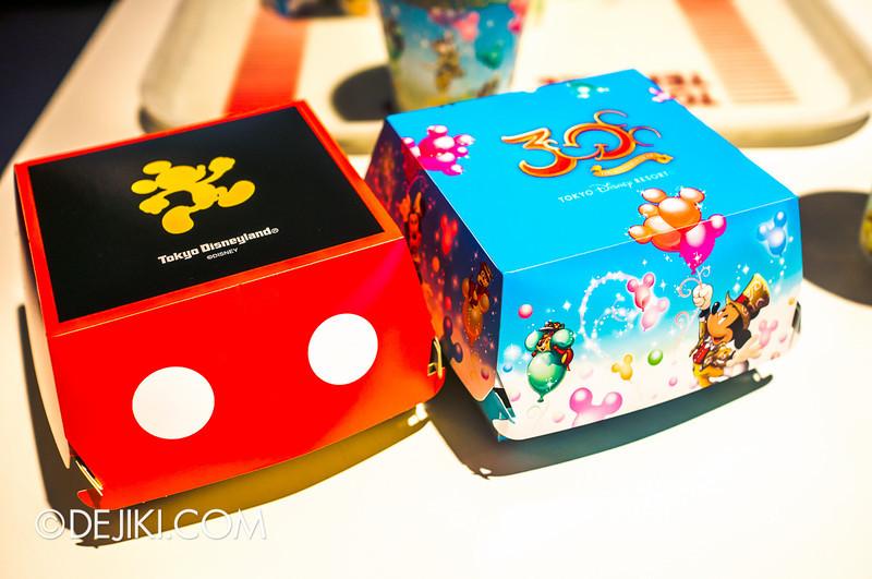 Tokyo Disneyland - Tomorrowland Terrace / Mickey Burger 3