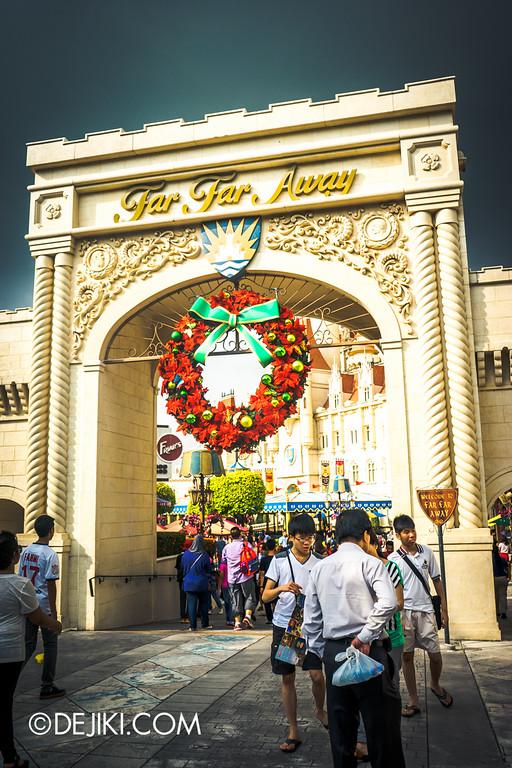 Universal Studios Singapore - Park Update December 2014 - Christmas Wreath at Far Far Away