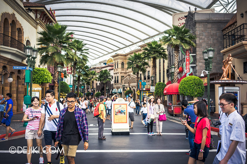 Universal Studios Singapore - Park Update June 2014 - Park Crowds 2
