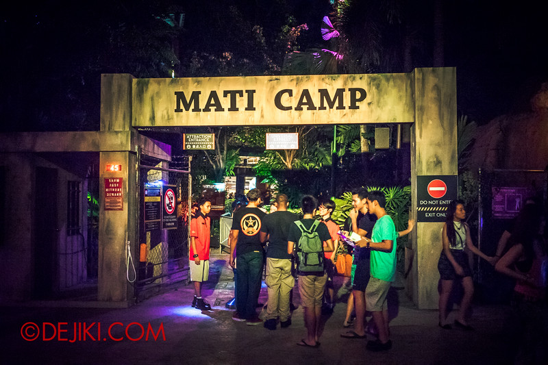 Halloween Horror Nights 4 - MATI CAMP haunted house - The gates to camp