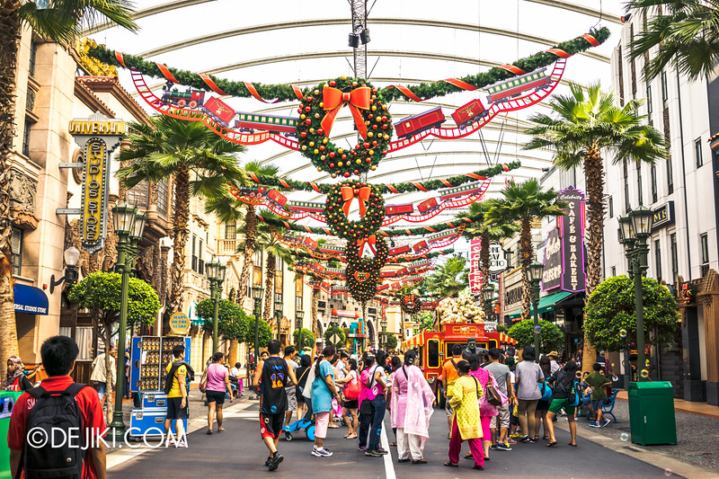 Universal Studios Singapore - Park Update December 2014 - Hollywood Festive decorations