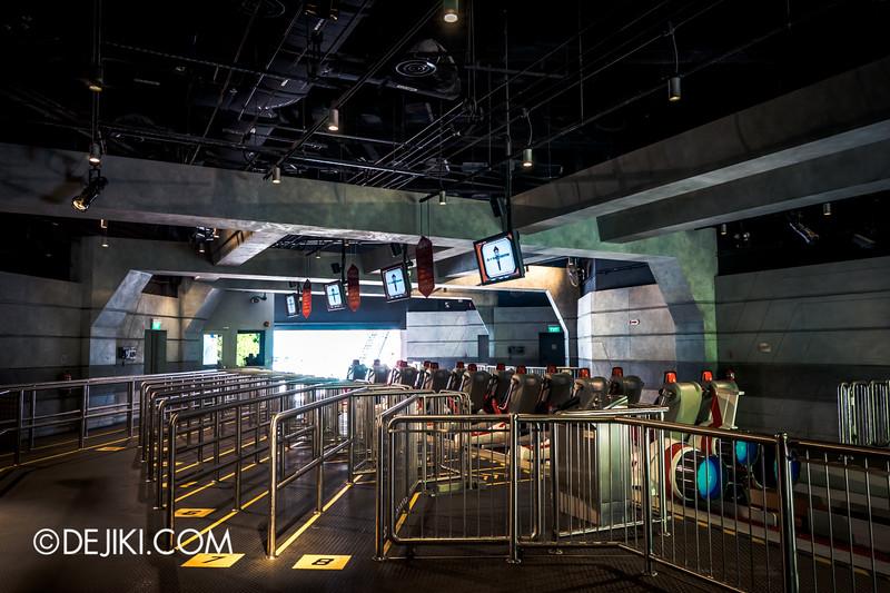 Universal Studios Singapore - Battlestar Galactica: HUMAN vs CYLON dueling roller coaster ride - HUMAN side loading platform