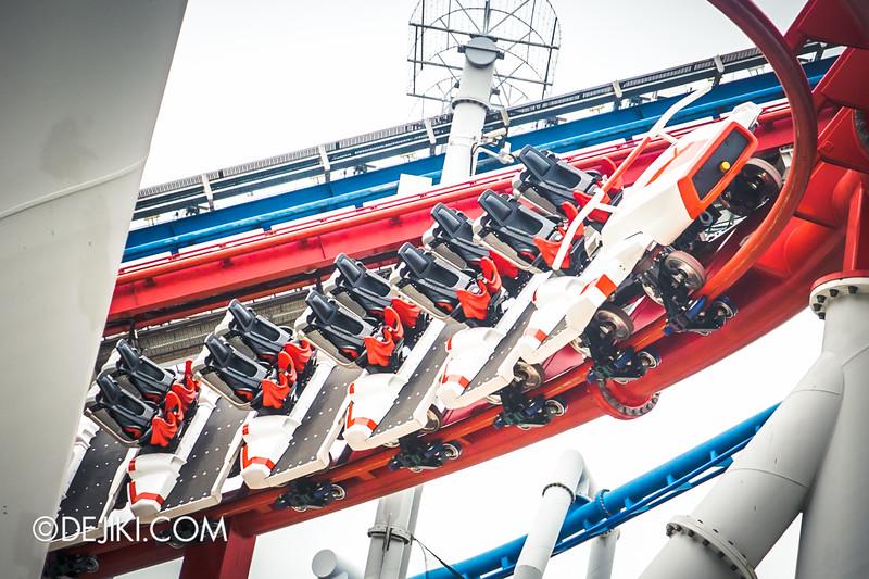 Universal Studios Singapore - Park Update December 2014 - Battlestar Galactica BSG HUMAN red roller coaster test cycles 5 / new seat arrangement