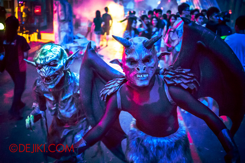 Halloween Horror Nights 4 - DEMONCRACY scare zone - Imp and Devil