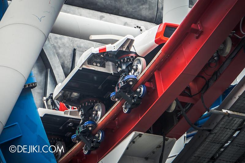 Universal Studios Singapore - Park Update December 2014 - Battlestar Galactica BSG HUMAN red roller coaster test cycles 1