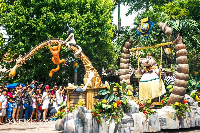 Universal Studios Singapore - Park Update March 2015 - Hollywood Dreams Parade 2015 Renewal: Universal Party Parade 5 Madagascar