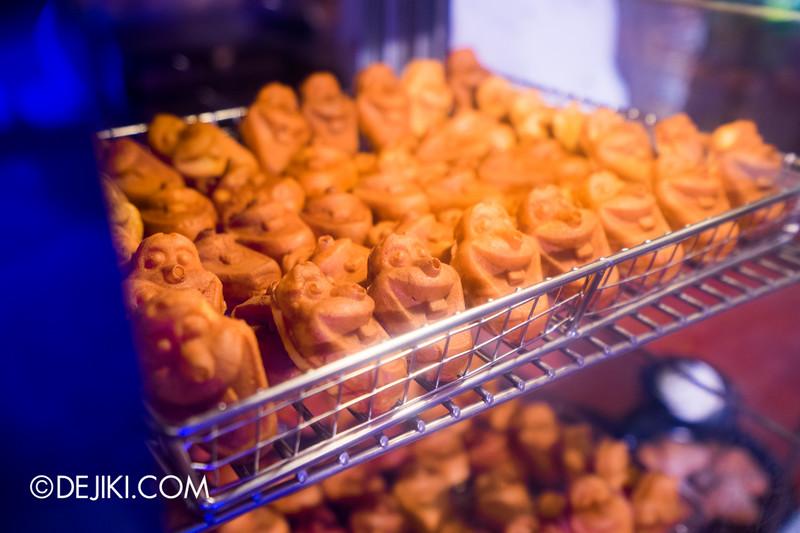 Hong Kong Disneyland - Frozen Village / Frozen Village Square - Oaken's Trading Post Snacks