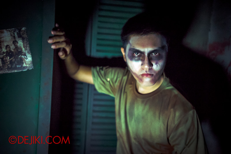 Halloween Horror Nights 4 - MATI CAMP haunted house - Angry soldier - alt