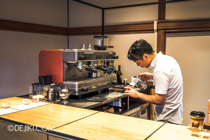 OMOTESANDO KOFFEE 10 - Miki-san at work