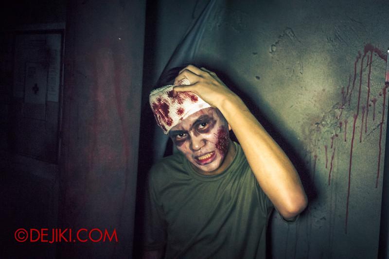 Halloween Horror Nights 4 - DEMONCRACY scare zone - Injured recruit