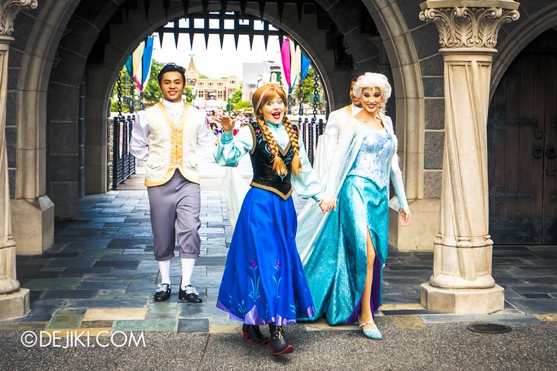 Hong Kong Disneyland - Frozen Processional at the Sleeping Beauty Castle / Anna and Elsa