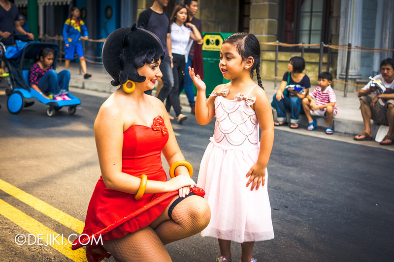 Universal Studios Singapore - Park Update December 2014 - Betty Boop and Park Guest