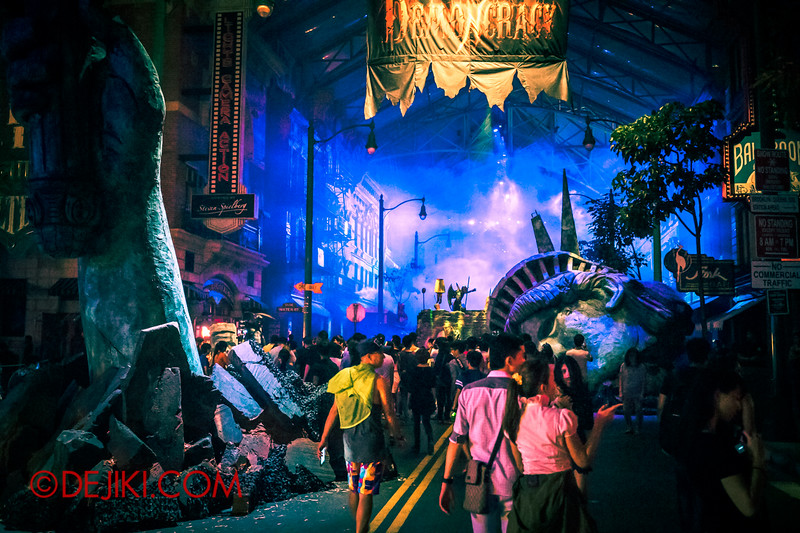 Halloween Horror Nights 4 - DEMONCRACY scare zone - Liberty pieces